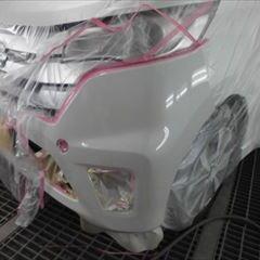 日産のデイズ(DBA-B21W):フロントバンパー脱着、フロントバンパー左コーナー修理、塗装 作業工賃32,000円/合計金額(税込)34,560円