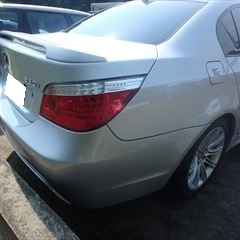 BMWの5シリーズ(ABA-NU30):リアバンパー修理、塗装 作業工賃130,000円(税込)