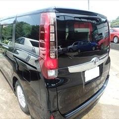トヨタのノア(DBA-ZRR80G):リアゲート板金塗装 作業工賃90,000円/合計金額(税込)97,200円