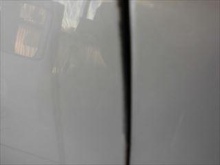 セレナ右フロントドアの傷拡大