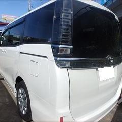 トヨタのヴォクシー(DBA-ZRR80G):リアバンパー交換 部品代金38,700円/バックドア板金塗装、交換作業 作業工賃105,500円/合計金額(税込)155,736円