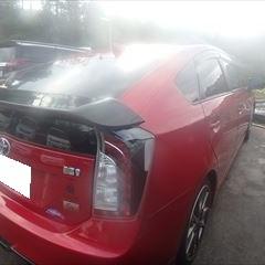 トヨタのプリウス(DAA-ZVW30):右フロントドアパネル板金、リアドアパネル脱着修理、塗装など 部品代金・作業工賃合計金額(税込)106,077円