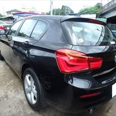 BMWの1シリーズ(LDA-1 S20)傷の修理方法と費用 左サイドシルガーニッシュ交換 部品代30,600円+作業工賃6,500円 塗装費(一式)215,000円