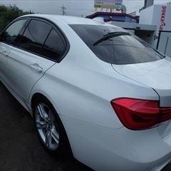 BMWの3シリーズ(DBA-8E15)傷の修理方法と費用 左リアドア板金塗装 作業工賃160,000円