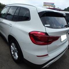 BMWの1シリーズ(LBA-UC20)傷の修理方法と費用 フロントバンパー・リアバンパー修理塗装 作業工賃140,000円/左リアフェンダ板金塗装 作業工賃150,000円